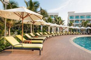 Combo 2N1Đ tại The Sailing Bay Beach Resort ăn 03 bữa buffet chỉ từ 1345000 VNĐ/khách/net